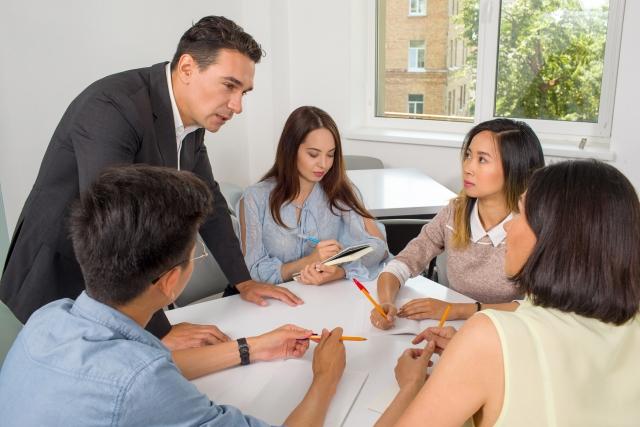 英語や中国語など、語学力を活かしたい方におすすめの副業3選
