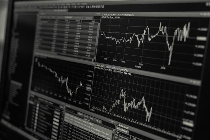 副業詐欺の手口(2)SNSから投資やFX、資産運用の勧誘が来る