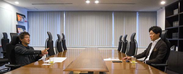 元榮さん、小野さんが「どんな人が副業をやるべきか」について話している姿の写真